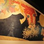 御茶ノ水スポーツ&ダーツ ヒーローズカフェ - 巨大壁画