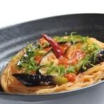 ゆる音家 - 茄子とモッツアレラチーズのトマトソース。糸引くチーズとトマトのソースがたまらない一品です。