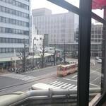 CAFE CABARET - 窓から路面電車が見えます