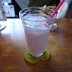 モカモアコーヒー - 私はイチゴミルクをアイスで。