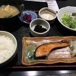 35179463 - 日替わり魚定食(鮭)680円