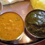 Indian Restaurant Mira - 左ダール,右サーグチキン