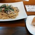 ニコニコ - ほうれん草と牡蠣のパスタ