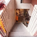 ナンバーシックス - 外観の地下1階入口への風景です