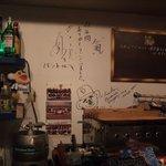 BUNT - 店内メイン壁面には直接壁に書き込まれてます・・・立浪様ですよ!