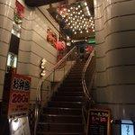 BUNT - ドラファンの皆さ~ん!BUNTさんの看板を見つけたら、この階段を上がりましょう!