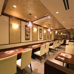 横浜中華街 彩り五色小籠包専門店 龍海飯店 - 【2名様×2、4名様×5】広々とした1Fテーブル席