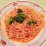 35195112 - ブロッコリーとベーコンのトマトパスタ