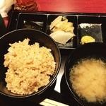 35195997 - 御飯は玄米をセレクト。かやくご飯か白米も選べる