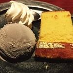 35196017 - サービスの甘味は黒胡麻アイスクリームと金箔カステラ