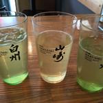 肉汁水餃子 餃包 - お冷はお茶。グラスが薄い。