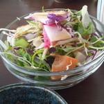 35199683 - 約10種類の野菜を使ったサラダ(ランチ)