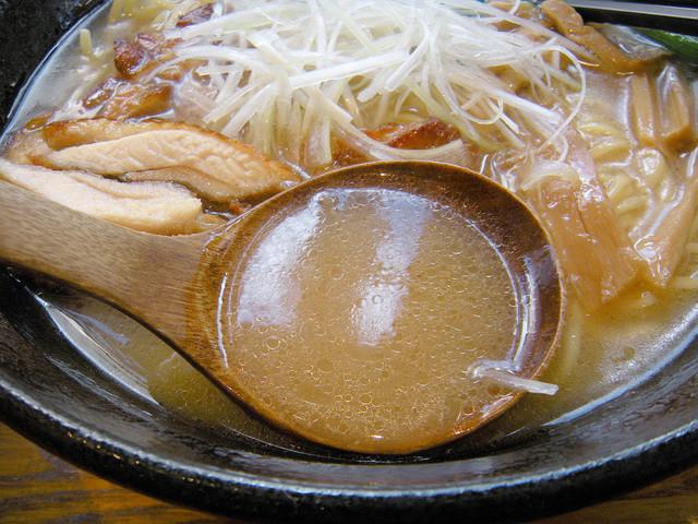 麺処 鳴神 - 白湯スープ
