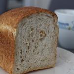 ベッカライ徳多朗 - オートミールのパン ハーフで185円
