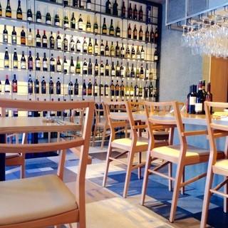 イタリア産中心の厳選ワインはお好みや予算に合わせて。