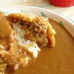 ジパング - 2013年10月 カツ・ハンバーグカツカレー。カツの中身はハンバーグと豚肉。
