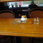 サテンドール喫茶店 - 内観