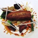 コーダリー - 煮込んだ豚バラのクリスティヤン カレー風味のシェリービネガーソース