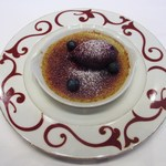 コーダリー - ピスタチオのクレームブリュレ ブルーベリーのソルベ添え