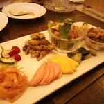 maaru - 夜の野菜プレートは旬のお野菜をふんだんに使った逸品です