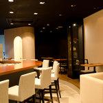 バー ランコントレ - 広々とした空間でお酒と食事がお昼から夜中まで愉しめます♪