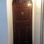 35217422 - さぁ扉を開けて入りましょう