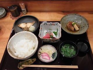割烹 かぐや - 1汁3菜膳(税込み1296円)