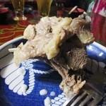 チンギス・ハン - 料理写真:最初の料理はチャンスンマハ、羊の肉を煮込んで柔らかくしてあります、豪快な羊の骨付き肉ですね。