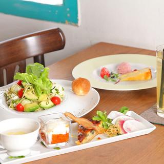 美しい前菜盛りとドルチェが人気のランチ!