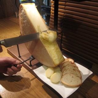 県内唯一?二種類のラクレットチーズで食べ比べを楽しんで◎