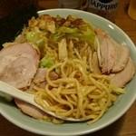35231040 - 麺見せ、太麺と呼んでますけど準太麺ですかね