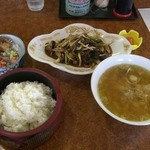 まるみ食堂 - トド肉定食。かに汁付