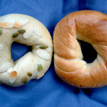 ホットベーグル - 料理写真:NYプレーンと豆乳ショコラ