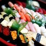寿司和 - 出前のお寿司。40貫。8000円に消費税。