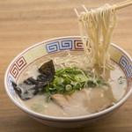 麺志 - 料理写真:幅広い世代に人気