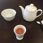 チャイニーズファン よだれ鶏 - 野菜ジュースとジャスミン茶
