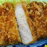 番番亭 - さすがの「十和田高原ポーク」…獣臭さ皆無 均質で肌理が細かく噛むとサクッと解けていきます。桃豚?…共食い!!