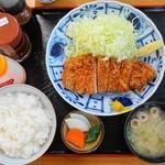番番亭 - 上とんかつ定食(1000円 8%込) 辛口ソース・甘口ソース・サウザン系ドレッシングでお好みに