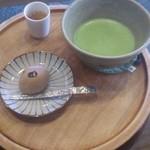 ばん茶茶屋 - 抹茶(420円)+焼き芋まんセット(110円)+試飲のほうじ茶