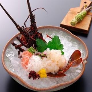 伊勢海老と旬魚をはじめ素材の旨味や食感を心ゆくまで楽しめます