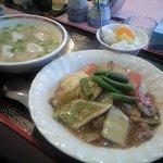 台湾風味 ミスターヤン - 中華丼と水餃子と杏仁豆腐