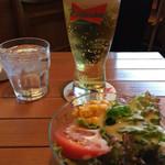 YURI - バドワイザーとチキンライスのセットのサラダ
