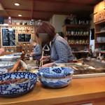 おでん割烹語りばさ - キープのお酒も棚に沢山並んでいます。元気の良い明るい女将さんとテキパキ手際の良い従業員さんの名コンビ。o^.^o
