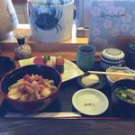 35245032 - ホッキ飯と寿司(竹)お箸が邪魔