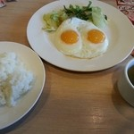 ガスト - 料理写真:目玉焼きセット