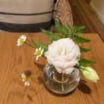 きまんまテーブル - テーブルにはいつも素敵な季節のお花が。