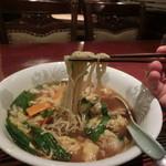 蓬莱春飯店 - 麺は細め