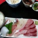 弘伸丸 - 刺身定食1000円