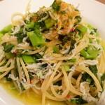 35255588 - シラスと菜花のスパゲティ からすみかけ