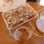 ねぎだこハウス北島  - ねぎだこ(350円)と瓶ビール(500円)
